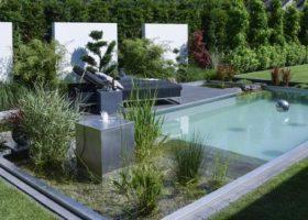 Natur-Badepool in moderner Gartengestaltung in Oelde