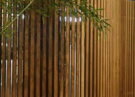 Design-Schwinge aus Termoholz
