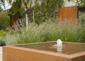 Wassertisch aus Cortenstahl