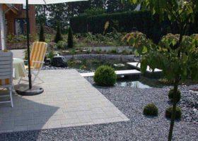 moderne Gartengestaltung mit Teich