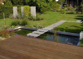 hochwertige Holzterrasse mit Waserbecken